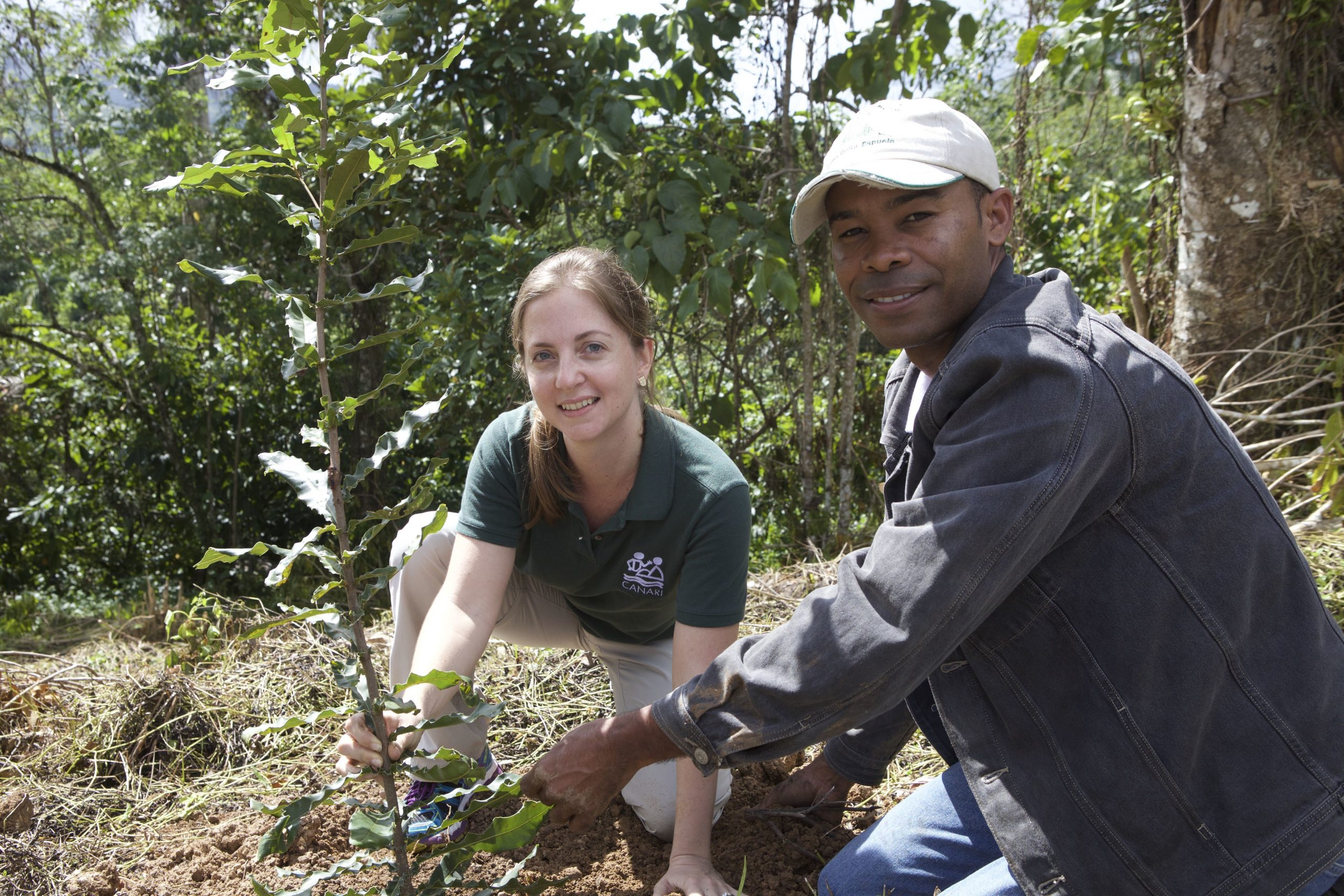 Planting native trees in the Dominican Republic. Photo credit: Olivier Langrand